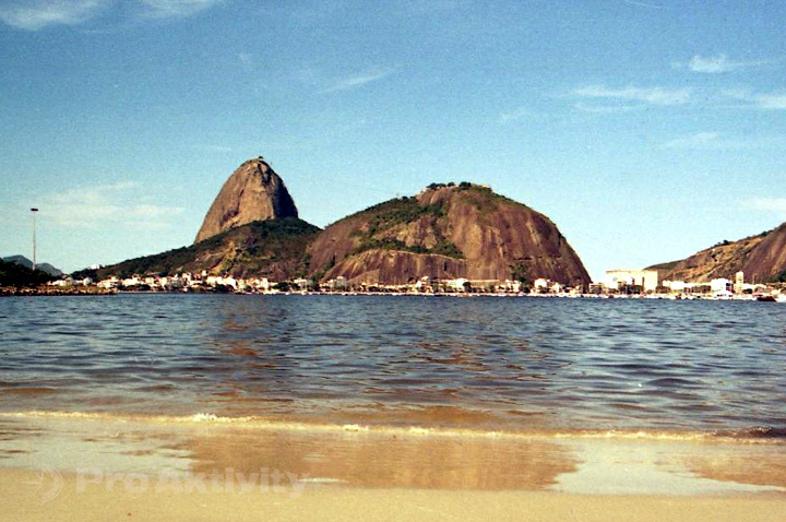 Brazílie - RdJ - pláž Botafogo, pohled na Păo de Açúcar