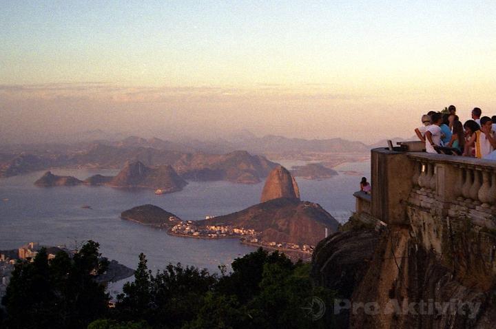 Brazílie - RdJ - Corcovado, pohled na Păo de Açúcar