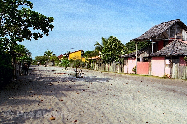 Brazílie - Caraíva - ulice jen z písku, žádná auta