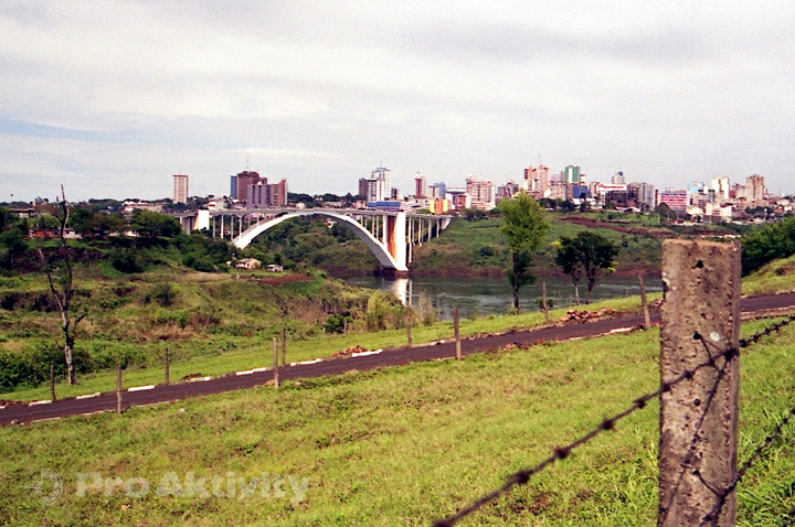 Brazílie - Foz do Iguaçu - most do Paraguaye