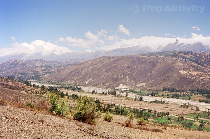 Peru - Yungar - pohled na Alpamayo