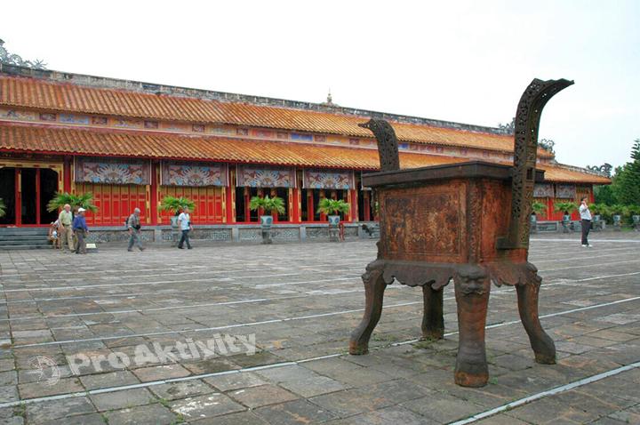 Vietnam - Hue - Císařské město, Pavilon Mieu Hien (1822) a nádvoří