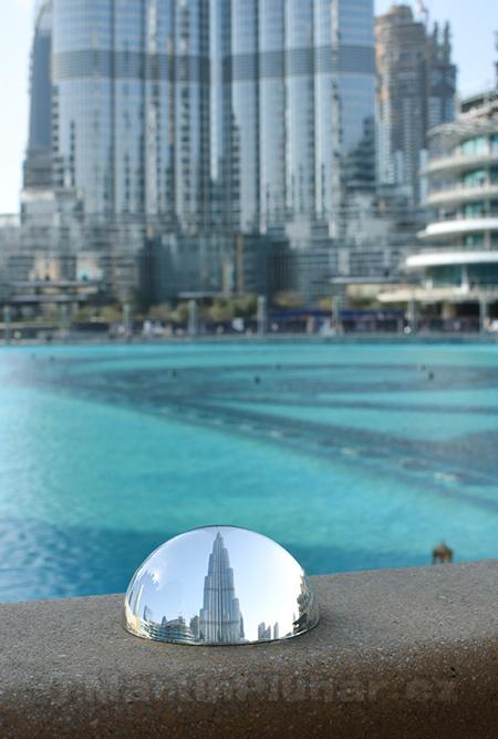 Burj Khalifa z mostu k tržnici Al Bahar