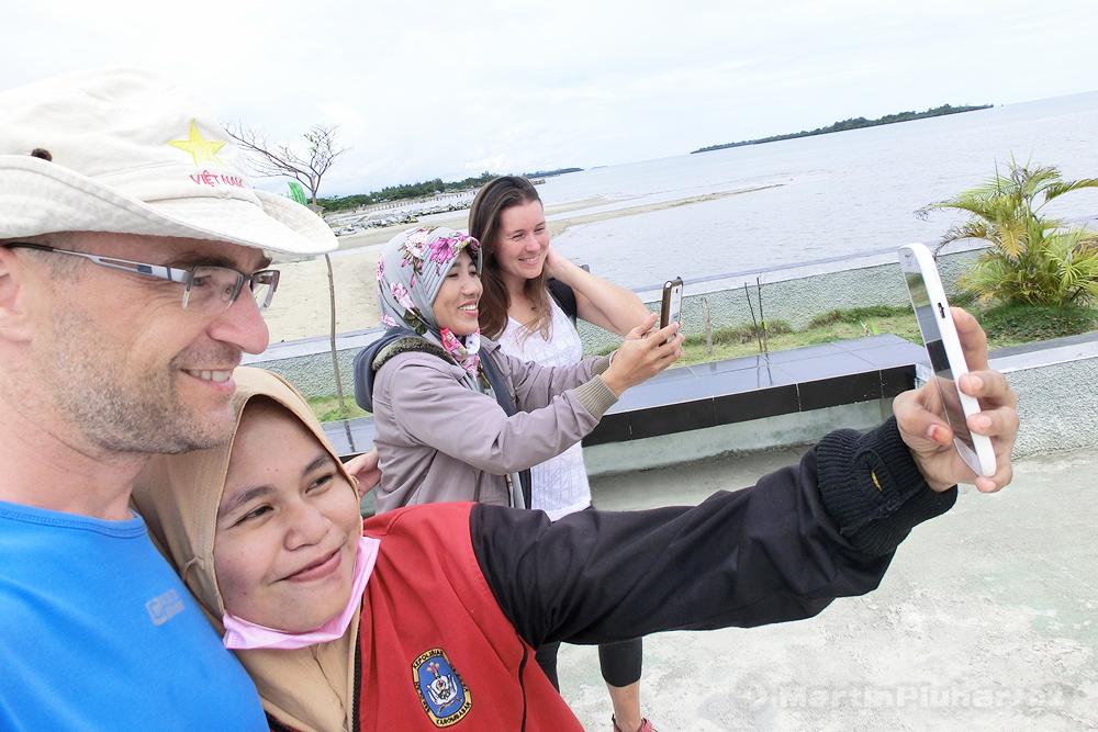 Marisa, selfíčkaření místních