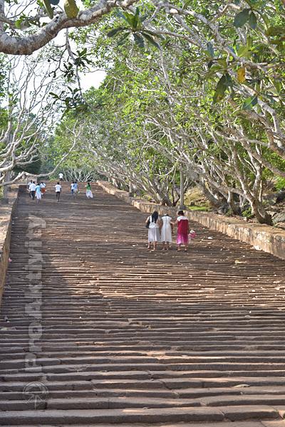 Šrí Lanka - Mihintalé - 1840 kamenných schodů