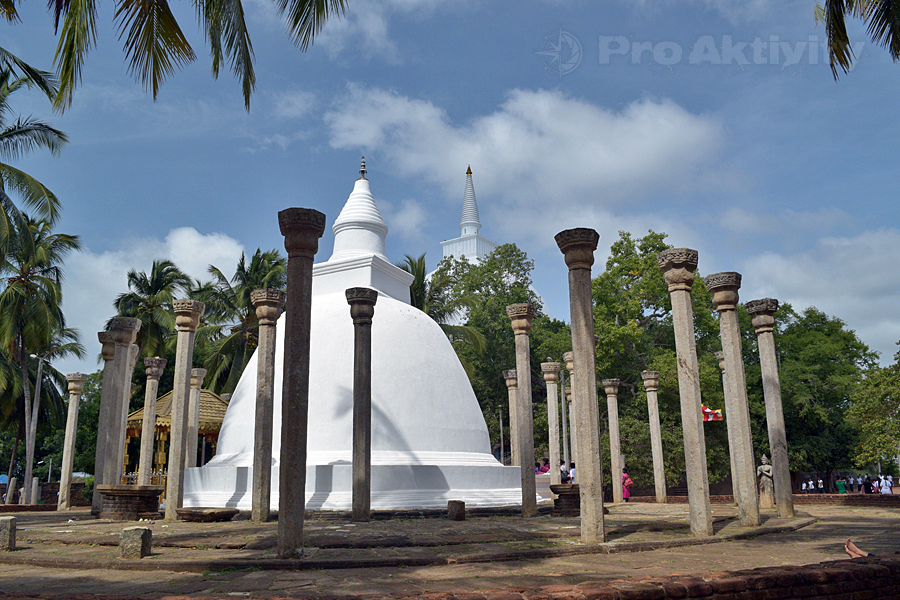 Šrí Lanka - Mihintalé - Dágoba Ambastalé