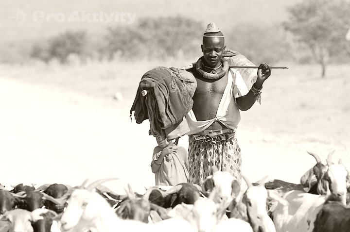 Namibie - Kunene - muž kmene Himba
