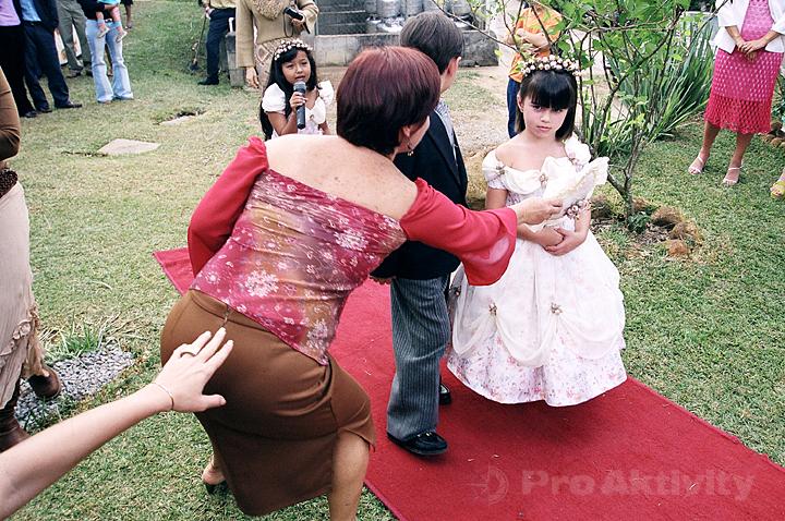 Brazílie - Nova Friburgo - zahradní svatba, stávkující družička