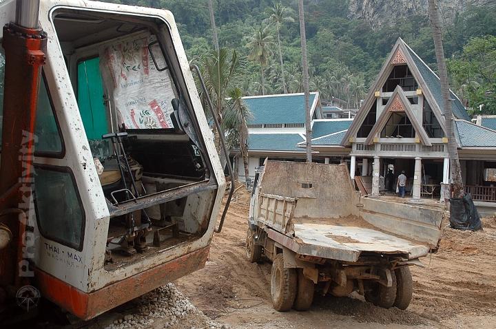Thajsko - Krabi - stavba nového plážového resortu