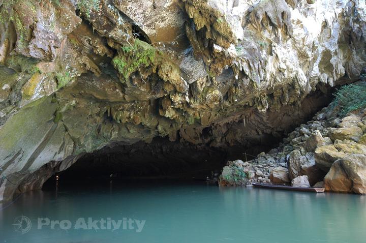 Laos - Kong Lo - ústí řeky Hin Boun z jeskynního tunelu
