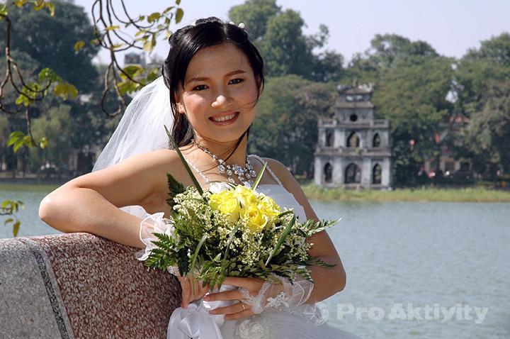 Vietnam - Hanoi - tradiční svatební focení u Hoan Kiem
