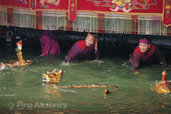 Vietnam - Hanoi - Divadlo vodních loutek Thang Long, odhalení loutkářů