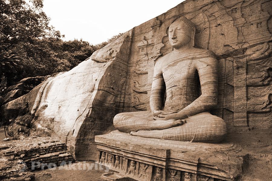 Šrí Lanka - Polonaruva - Gal Vihára (Uttararama), 4,6 metru vysoký sedící Buddha