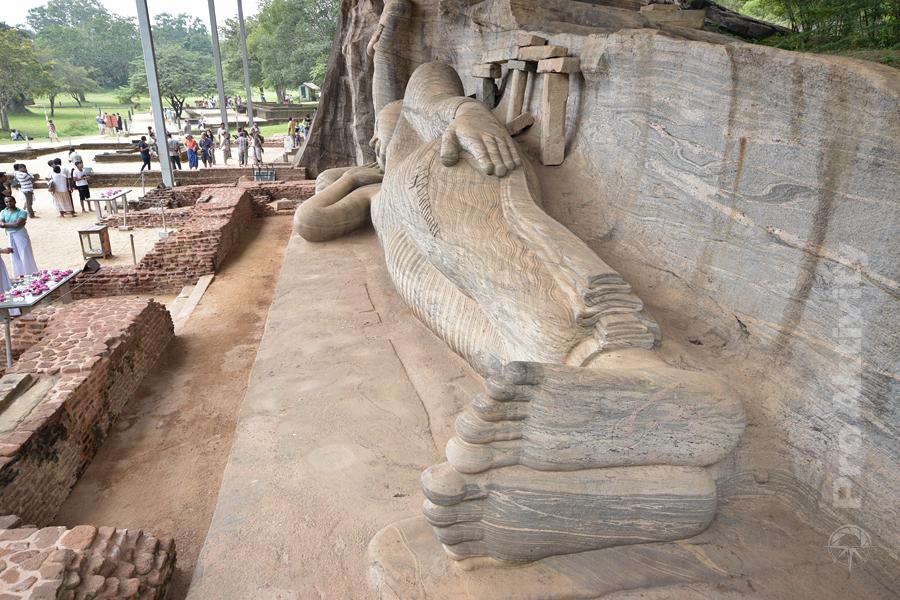 Šrí Lanka - Polonaruva - Gal Vihára (Uttararama), 14 metrů dlouhý ležící Buddha