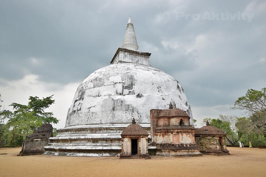 Šrí Lanka - Polonaruva - dagoba Kiri