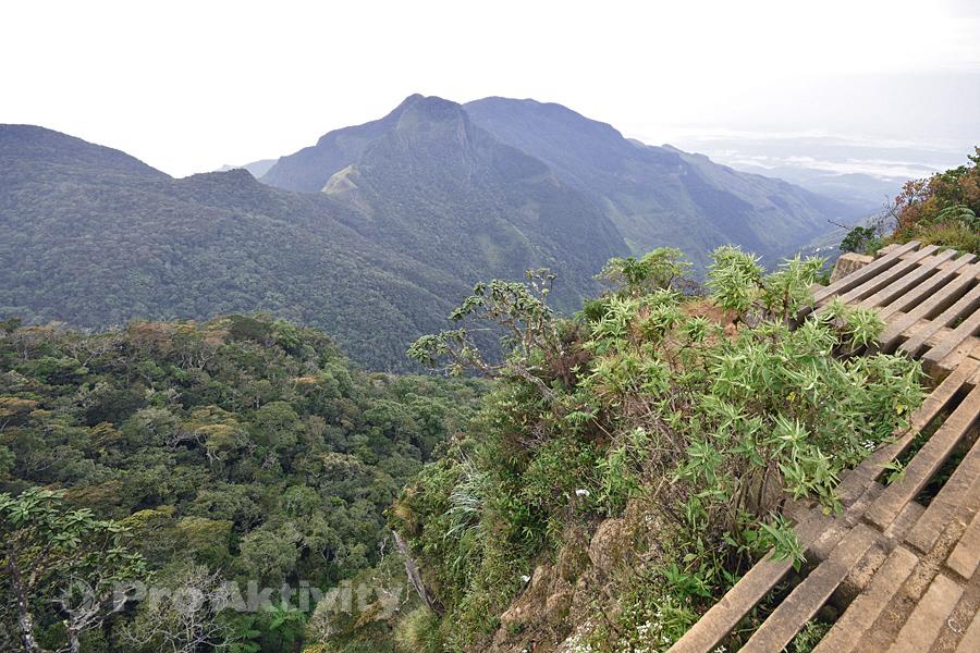 Šrí Lanka - Hortonovy pláně - vyhlídka Malý Konec světa