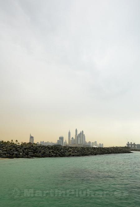 Dubai Marina z pláže Al Sufouh