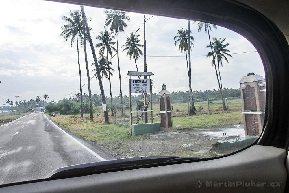 Cesta do přístavu Bumbulan