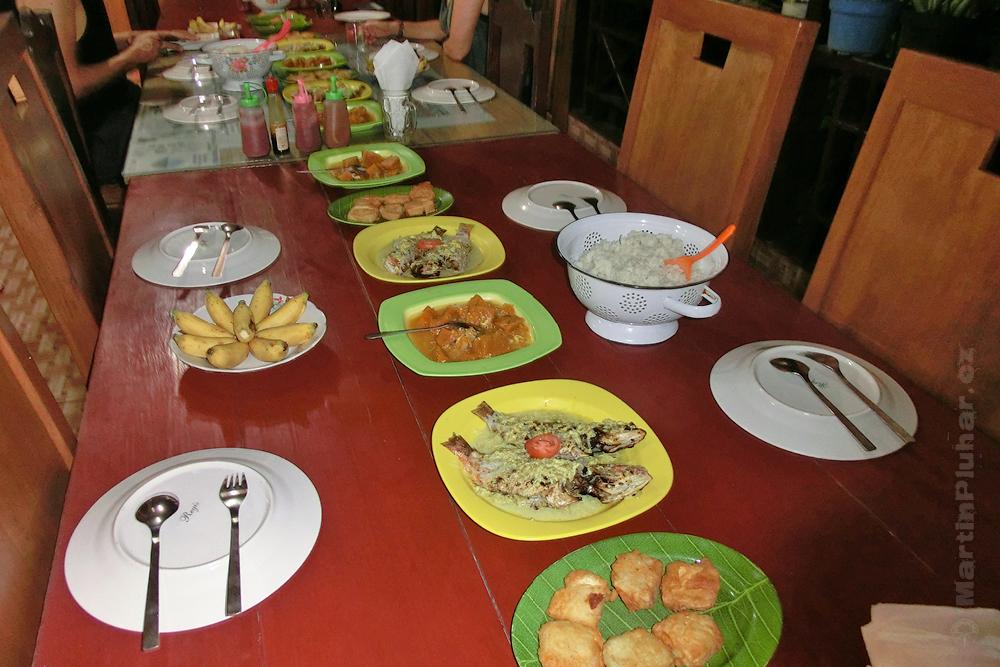 Togianské ostrovy, ostrov Malenge, večeře v Malenge Indah