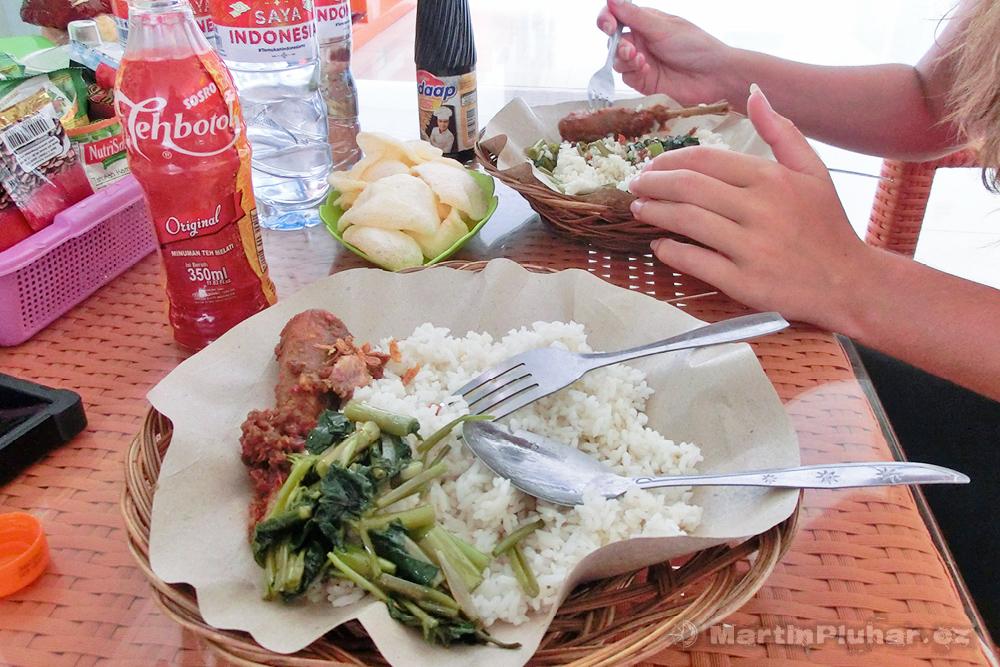Gorontalo, oběd před odletem