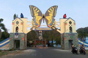 ostrov Sulawesi - Národní park Bantimurung Bulusaraung - vstupní brána
