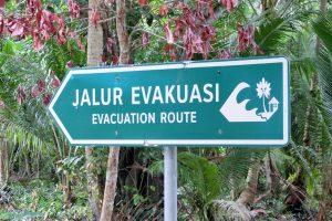 Moluky, Keiské ostrovy - Malý Keiský ostrov - Ngurbloat - směr evakuace z pláže