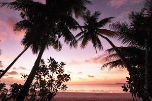 Moluky, Keiské ostrovy - Malý Keiský ostrov - Ngurbloat - západ slunce na pláži Pasir Panjang
