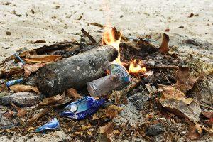 Moluky, Keiské ostrovy - Malý Keiský ostrov - Ngurbloat - běžný způsob likvidace odpadků
