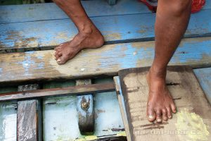Moluky, Bandské ostrovy - člun Banda Neira-ostrov Ay
