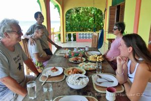 Moluky, Bandské ostrovy - ostrov Ay - oběd v Green Coconut GH