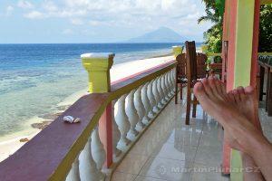 Moluky, Bandské ostrovy - ostrov Ay - terasa Green Coconut GH