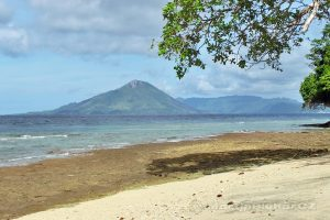 Moluky, Bandské ostrovy - ostrov Ay - výhled na Gunung Api (640m)