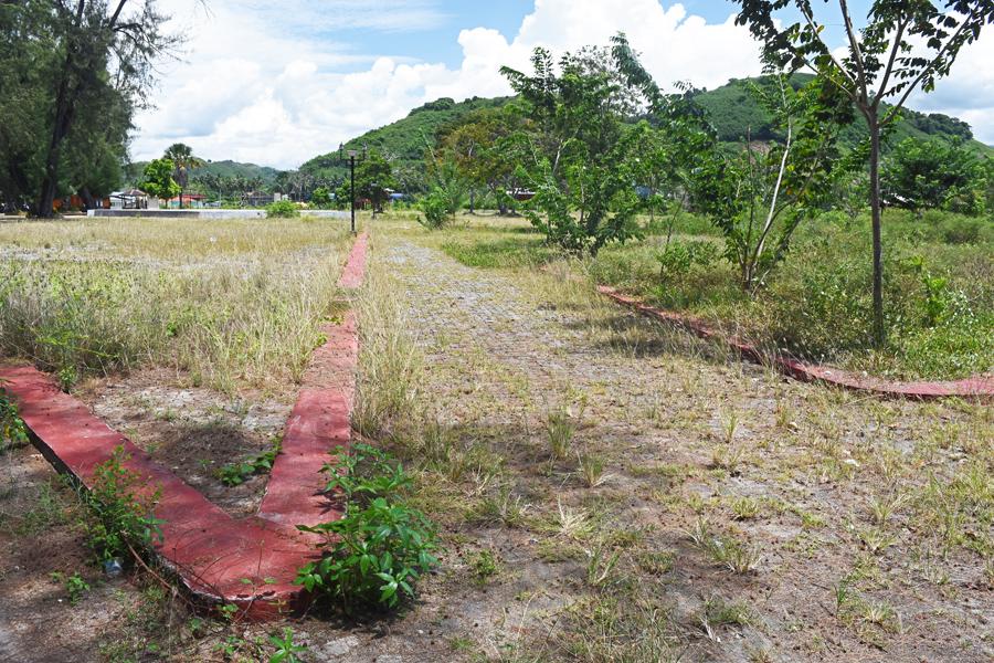Bolihutuo • Zarůstající chodníky kolem vodního parku