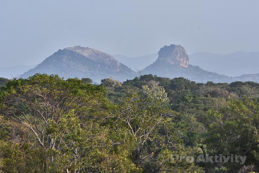Šrí Lanka - Habarana - výhled na Pidurangalu a Lví skálu