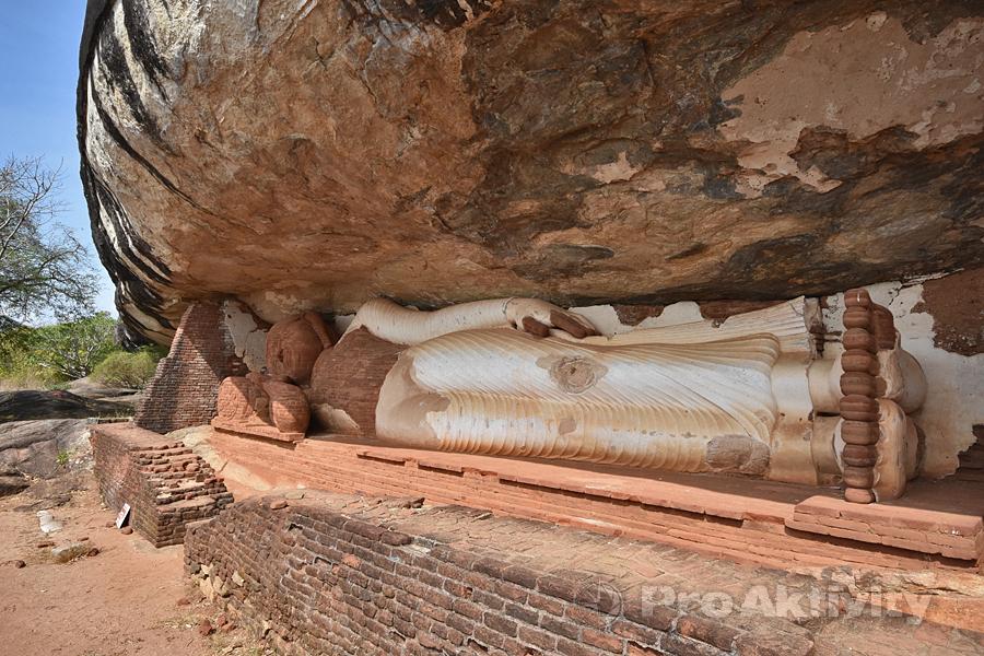 Šrí Lanka - Sigirija - Skalní chrám Pidurangala