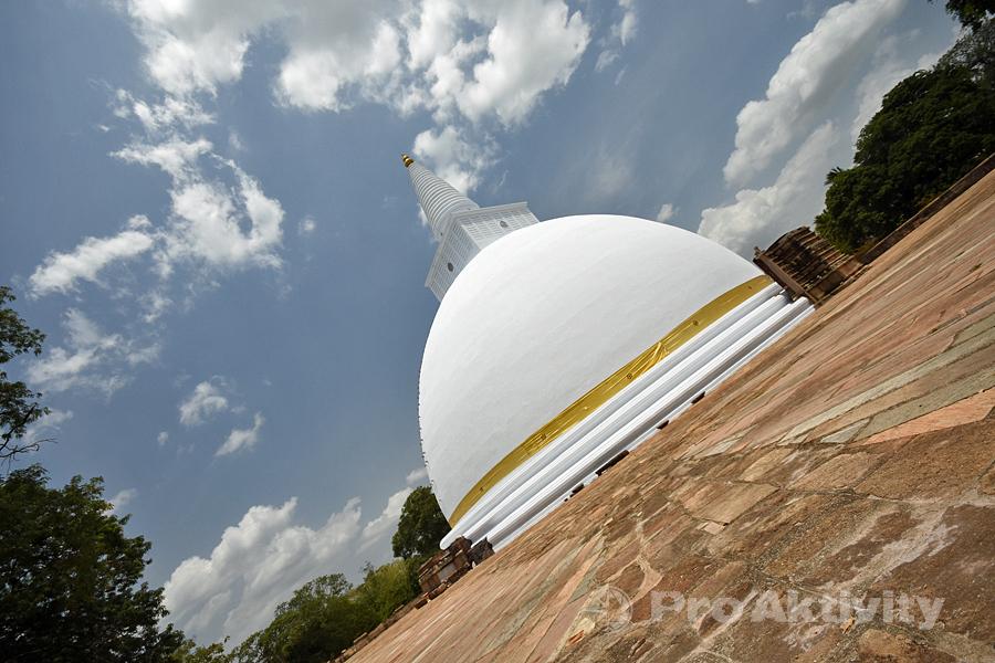 Šrí Lanka - Anurádapura - Dagoba Mirisaveti