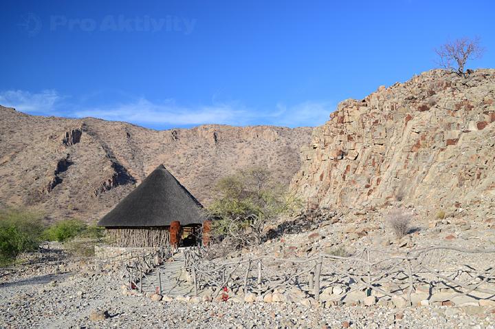 Namibie - Damaraland - kemp v údolí řeky Khowarib